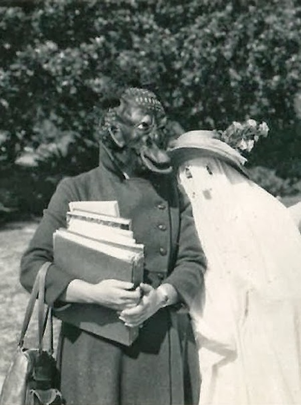 Creepy Vintage Halloween Costumes ideas for couple