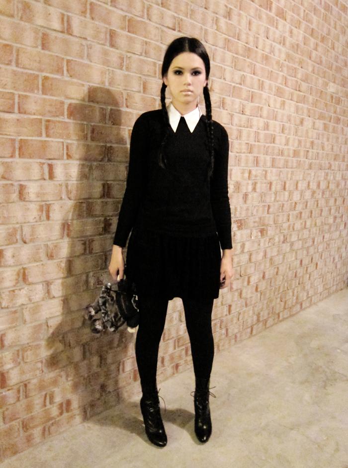 Wednesday-Addams-Halloween-Costume-Ideas