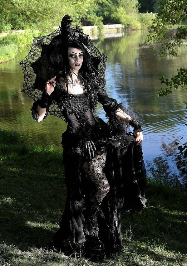 20 of the best witch halloween costume ideas