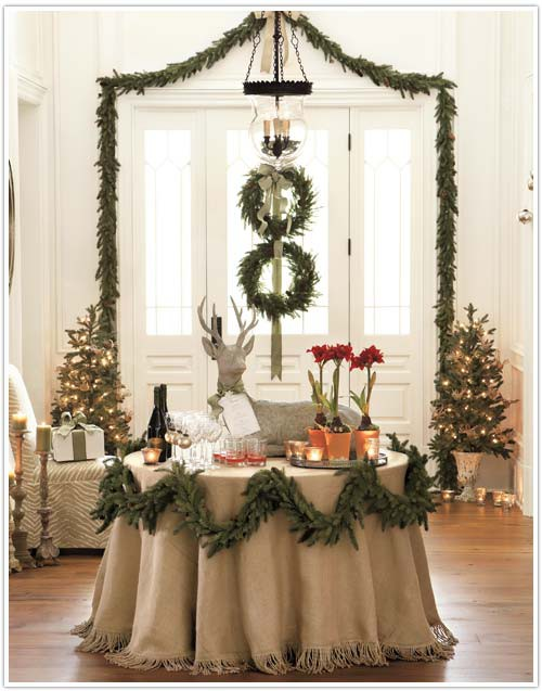 christmas-table-decor-with-burlap - 30 Elegant Burlap Christmas Decorations Ideas - Flawssy