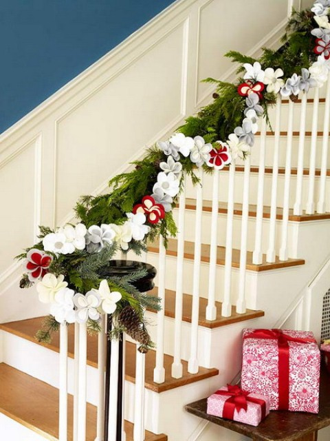 decorating-christmas-garland-ideas-staircase