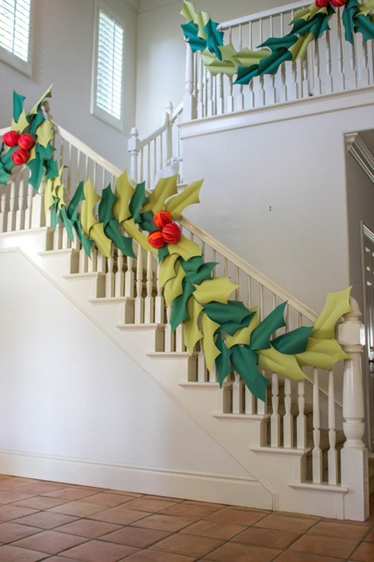 paper-holly-and-berry-garland