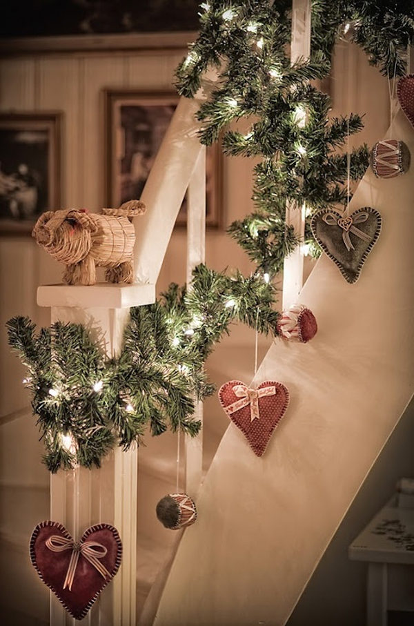 rustic-christmas-garland-for-staircase