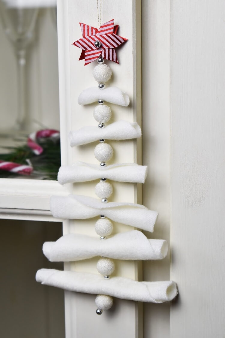A tree-shaped ornament to hang from the doorknob