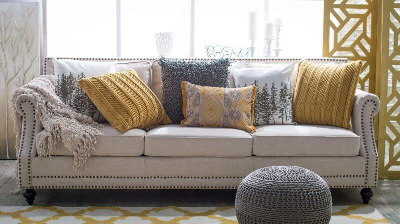 30 Creative Tips for Covering & Dressing Up Your Sofa (1)